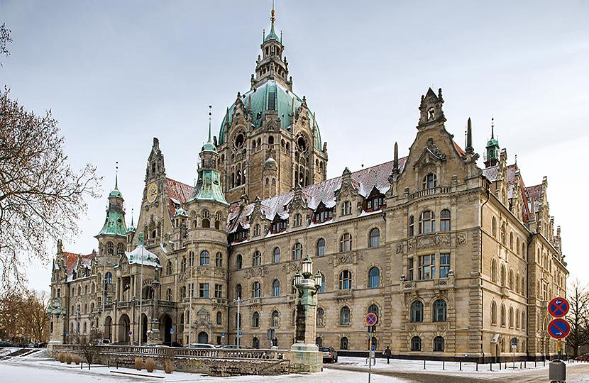Das Neue Rathaus in Hannover im Winter 2009/10 mit einer leichten Schneedecke